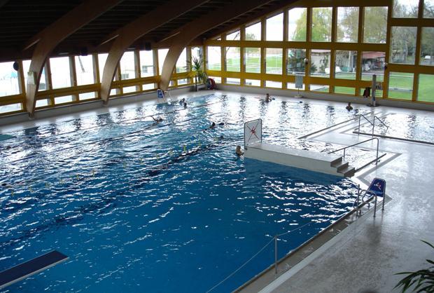 D coration piscine couverte yverdon 86 tours gite for Piscine yverdon
